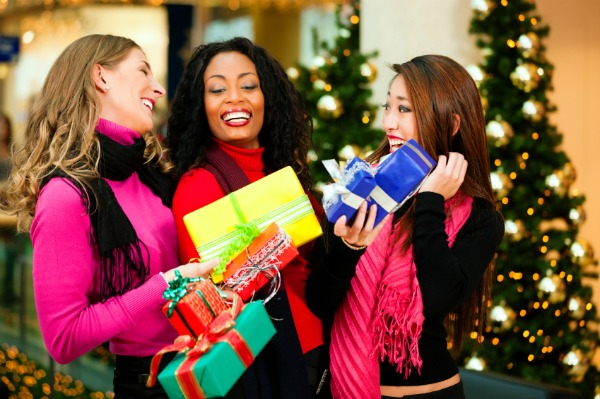 holiday-shopping-women